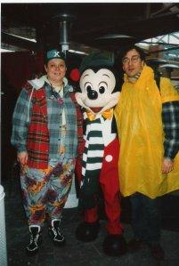 Laurent Petitguillaume (à droite) en compagnie de Supernana (à Gauche) et de Mickey. (Photo: Facebook Laurent Petitguillaume)