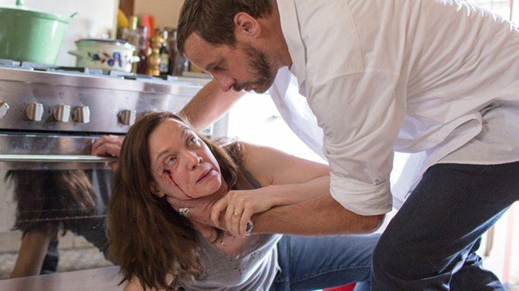"Scène du film ""Emprise"" avec Fred Testot et Odile Vuillemin"
